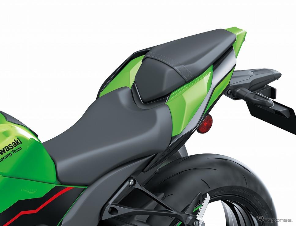 サーキット走行でのアグレッシブなライディングポジションを実現する新しいシートデザイン《写真提供 カワサキモータースジャパン》