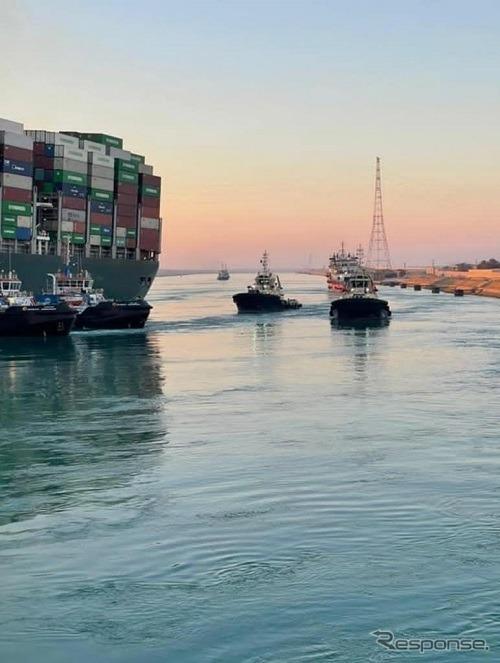 離礁したエヴァーギヴン離礁したエヴァーギヴン(3月29日、スエズ運河)《photo by Suez Canal Authority》