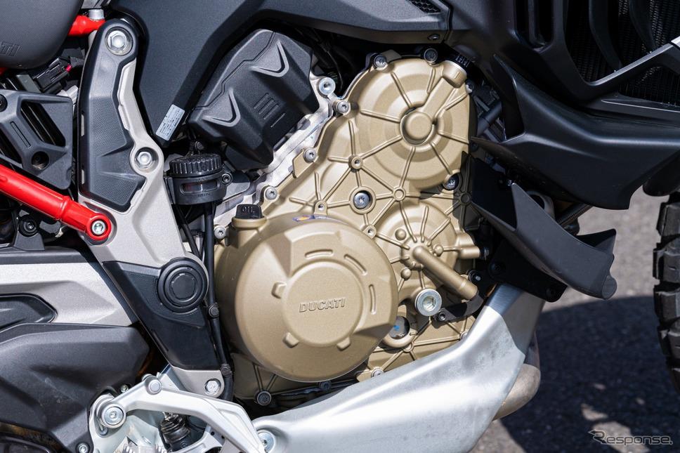 ドゥカティ伝統のデスモドロミックではなくオーソドックスなバルブスプリングを用いたV4エンジン《写真撮影 土屋勇人》