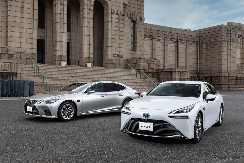 アドバンストドライブを搭載したMIRAI(右)とレクサスLS500h《写真提供 トヨタ自動車》
