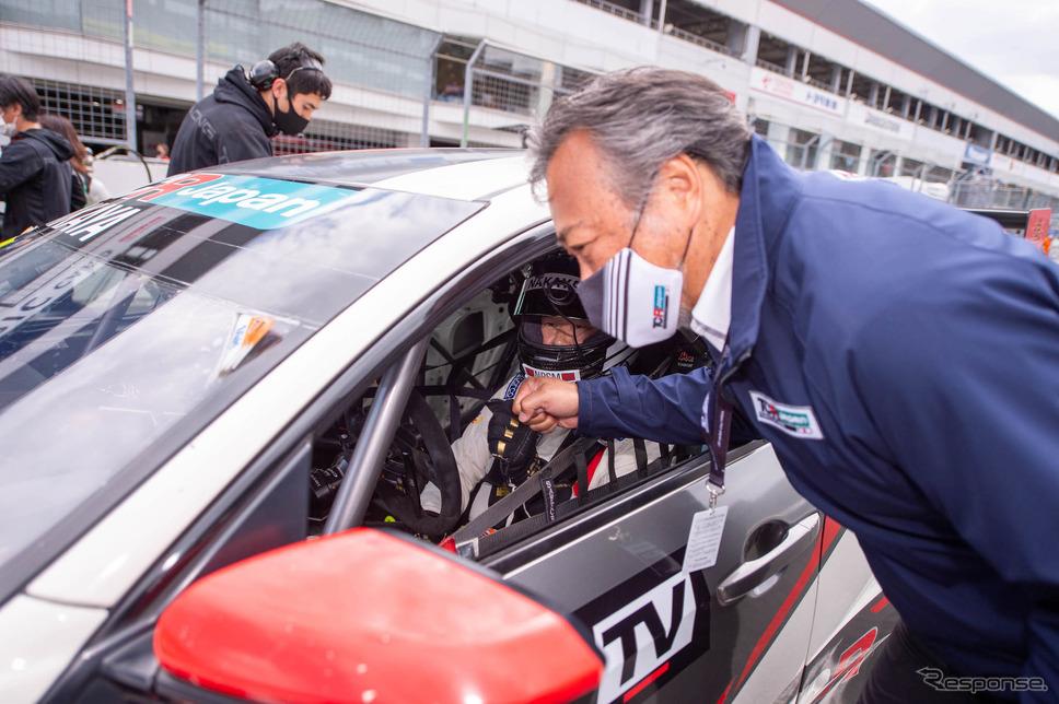 中谷明彦選手(左)と TCR Japan 小林泰司氏(右)《写真撮影 鈴木則彦》