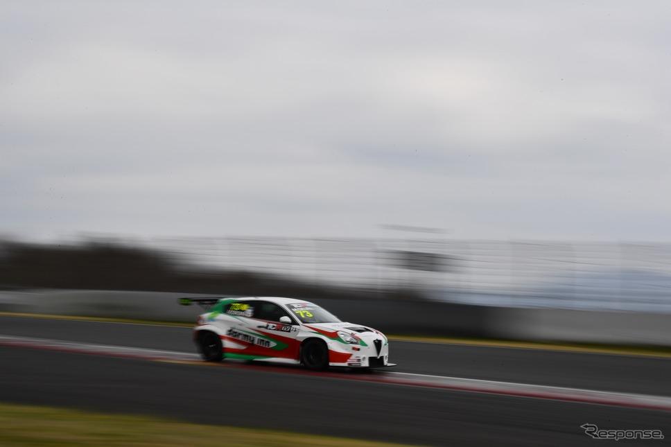 #73 大蔵峰樹選手(アルファロメオ ジュリエッタ ヴェローチェ TCR)《写真提供 TCR Japan》