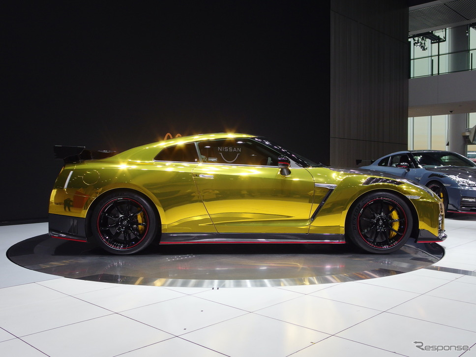 日産GT-R NISMO 2022年型ゴールド仕様《写真撮影 高木啓》