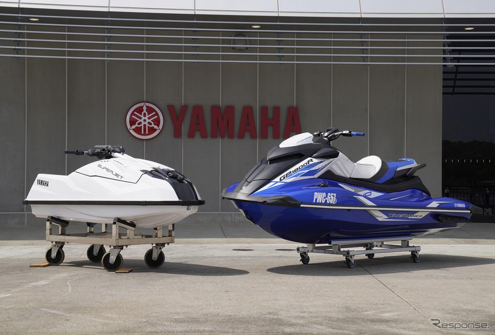 ヤマハの最新モデル『スーパージェット』(左)とGP1800R SVHO《写真撮影 柳田由人》