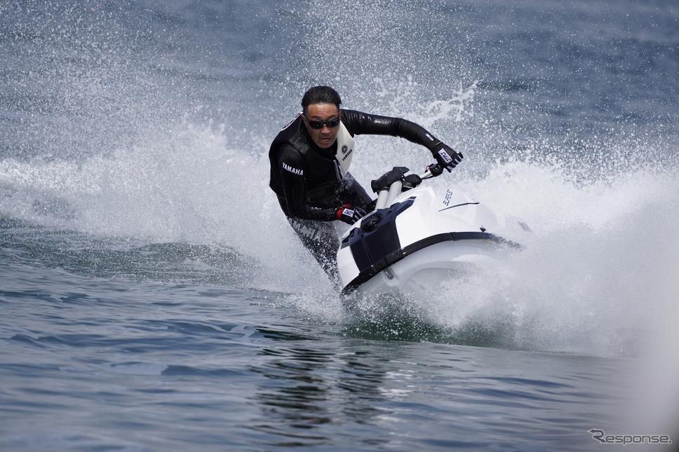 『SUPERJET(スーパージェット)』開発ライダーの走り。速度、傾き、コーナリング、すべてが別次元《写真撮影 柳田由人》