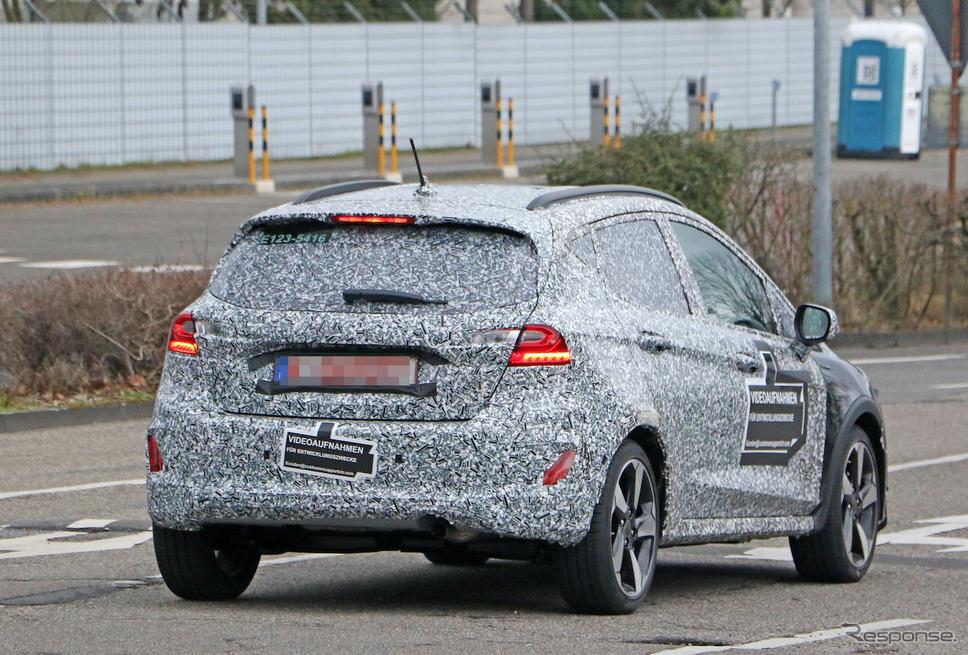 フォード フィエスタ 改良新型プロトタイプ(スクープ写真)《APOLLO NEWS SERVICE》