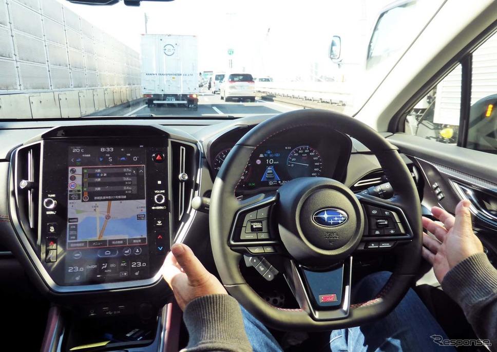 首都高速での渋滞時にハンズオフ走行を体験(同乗者による撮影)《写真撮影 会田肇》