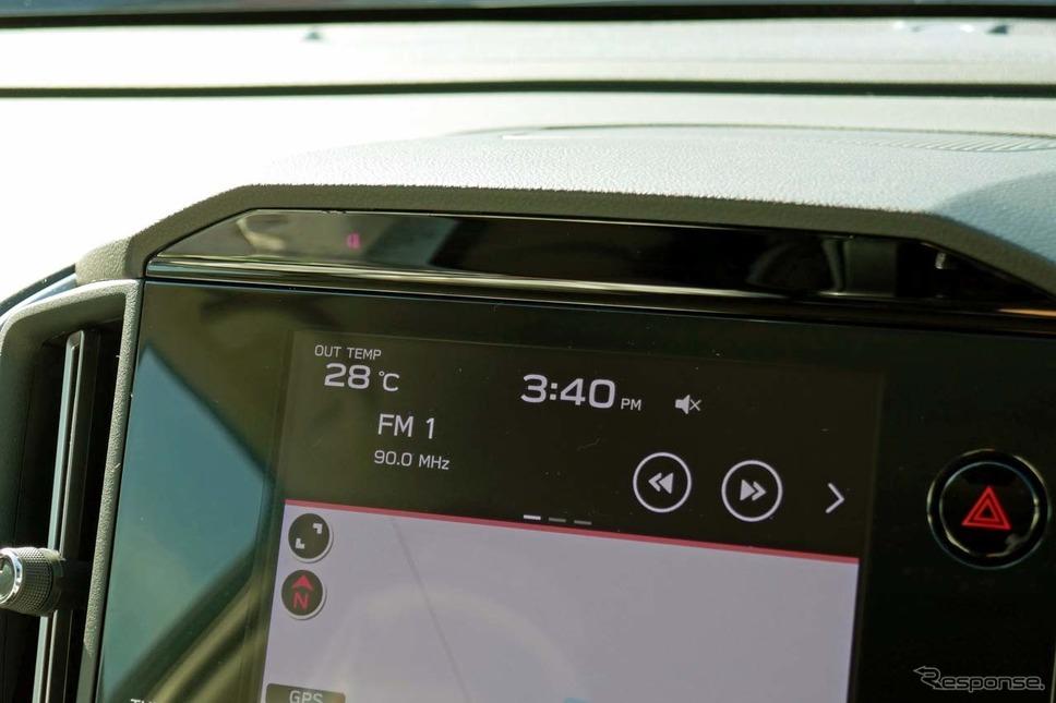 ハンズオフ走行中はダッシュボード中央のDMSによってドライバーの視線が監視される《写真撮影 会田肇》
