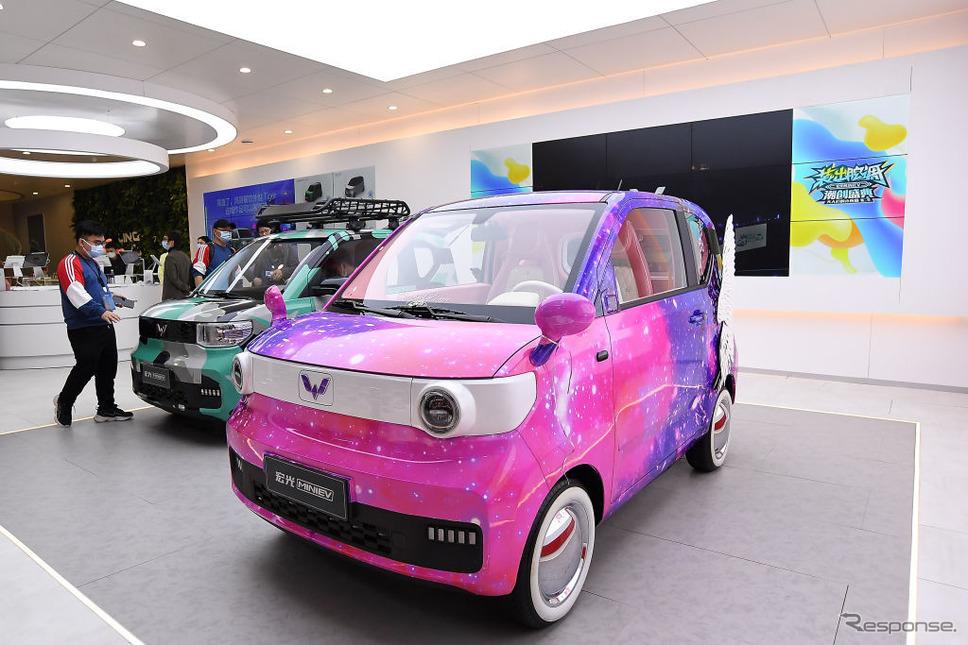 上汽通用五菱宏光MINI EV(上海モーターショー2021)《Photo by Zhe Ji/Getty Images News/ゲッティイメージズ》