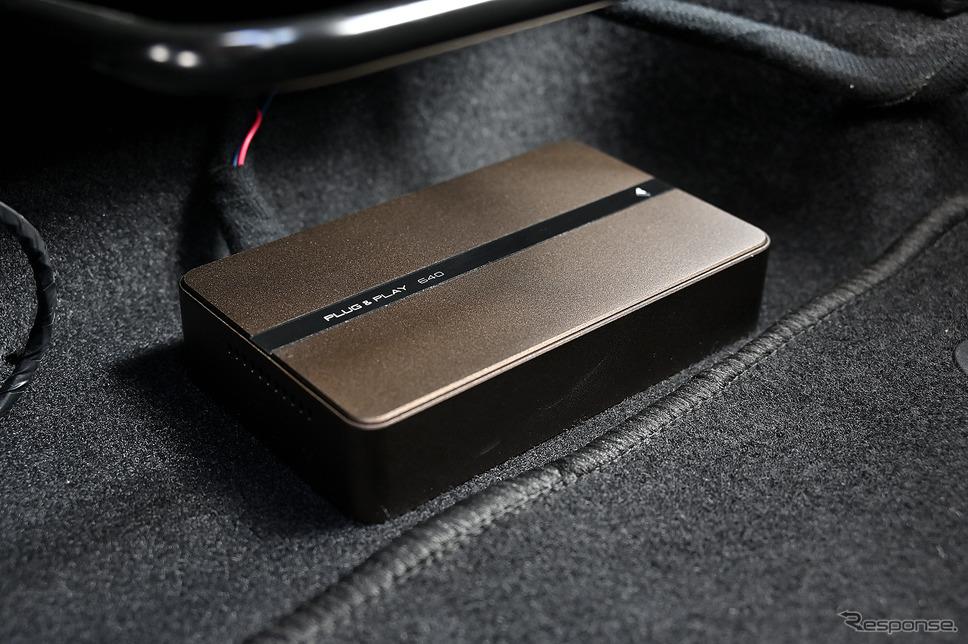 車室内の音をコントロールするDSP「PLUG&PLAY 640」はシート下に設置されている《写真撮影 雪岡直樹》
