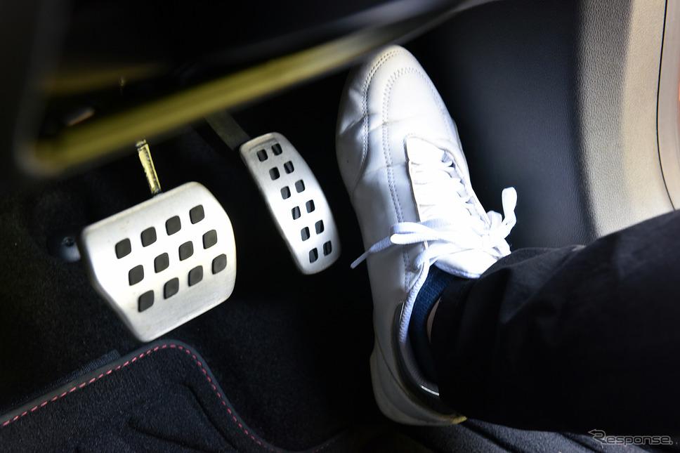 ACC作動時、アクセルペダルから降ろした右足を置くエリアがあるのも良い。オフモード時の通常使いにも適している《写真撮影 中野英幸》