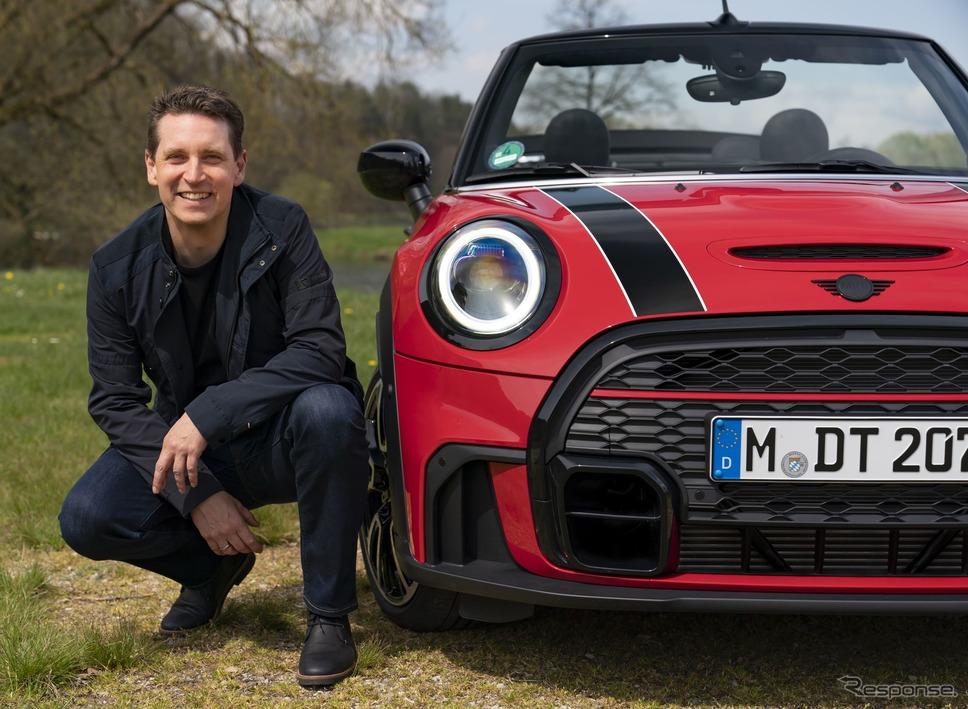 MINI コンバーチブル 改良新型とMINIブランドを統括するベルント・ケルバー氏《photo by MINI》