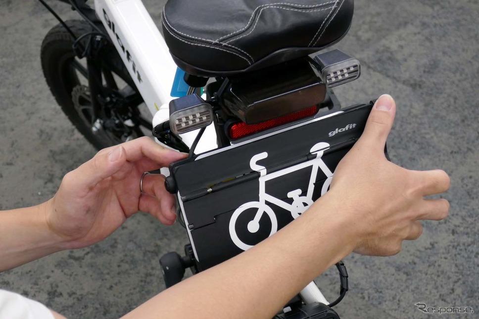 モビチェンで自転車にする操作その3/カチッとロックするまでカバーを引き上げたら終了