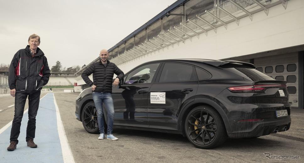 ポルシェ・カイエン・クーペ の新たな高性能モデルのプロトタイプとヴァルター・ロール氏《photo by Porsche》