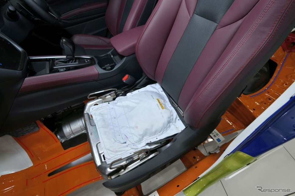 シート下にもエアバッグ。衝突時の乗員保護、ベルト拘束のアシストを行う《写真提供 SUBARU》