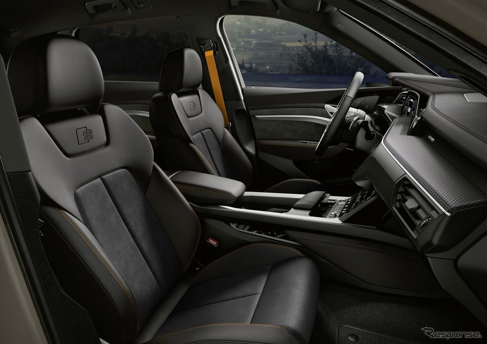 アウディ e-tron の2022年モデルの「Sラインブラックエディション」《photo by Audi》