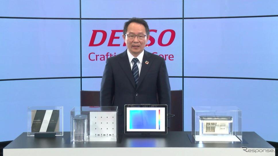 デンソーの篠原幸弘経営役員とCO2回収・再資源化装置《動画キャプチャ》