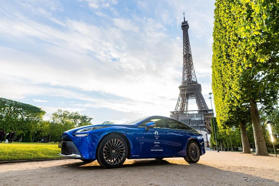 トヨタ MIRAI とフランス・パリのエッフェル塔《photo by Toyota》