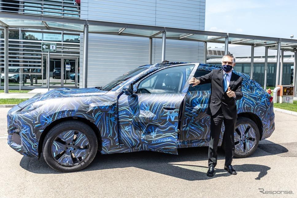 マセラティの新型SUV『グレカーレ』のプロトタイプに試乗するステランティスのカルロス・タバレスCEO《photo by Maserati》