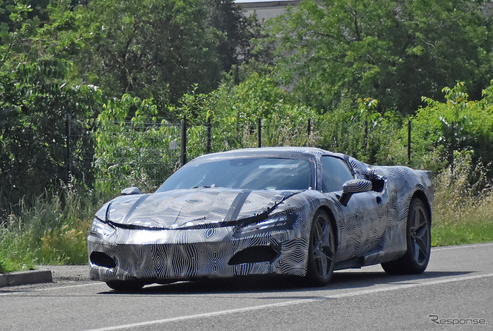 V6エンジンを52年ぶりに搭載するフェラーリの新型プラグインハイブリッド(スクープ写真)《APOLLO NEWS SERVICE》