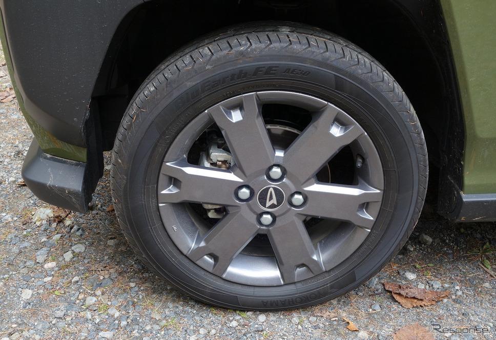 タイヤは165/65R15サイズのヨコハマ「ブルーアースFE AE30」。《写真撮影 井元康一郎》
