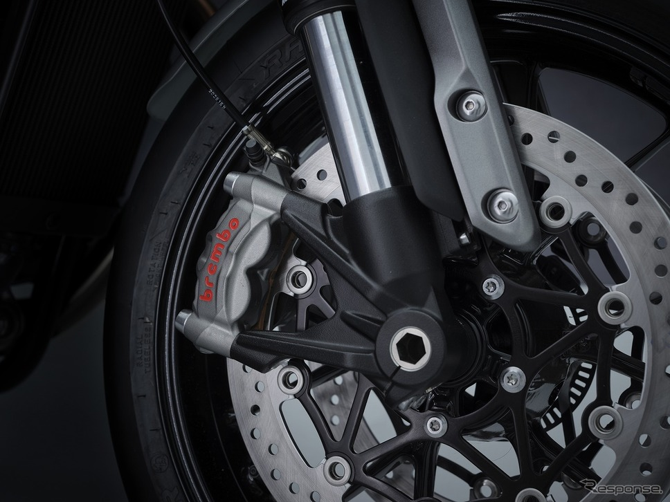 高仕様のBrembo製M50ラジアルモノブロックキャリパー《写真提供 トライアンフモーターサイクルズジャパン》