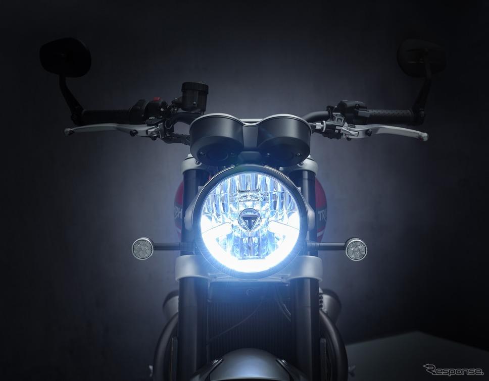 新アルマイト加工ヘッドライト《写真提供 トライアンフモーターサイクルズジャパン》