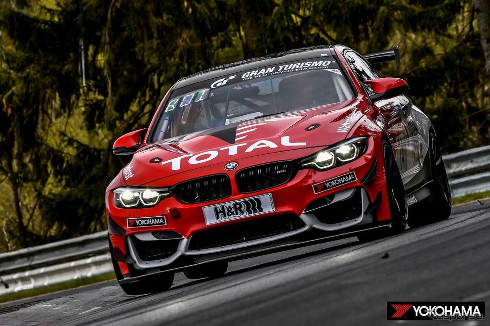 予選レースでクラス優勝した74号車「BMW M4 GT4」《写真提供 横浜ゴム》