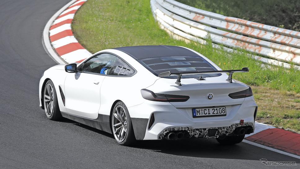 BMW M8をベースとした謎の開発車両(スクープ写真)《APOLLO NEWS SERVICE》