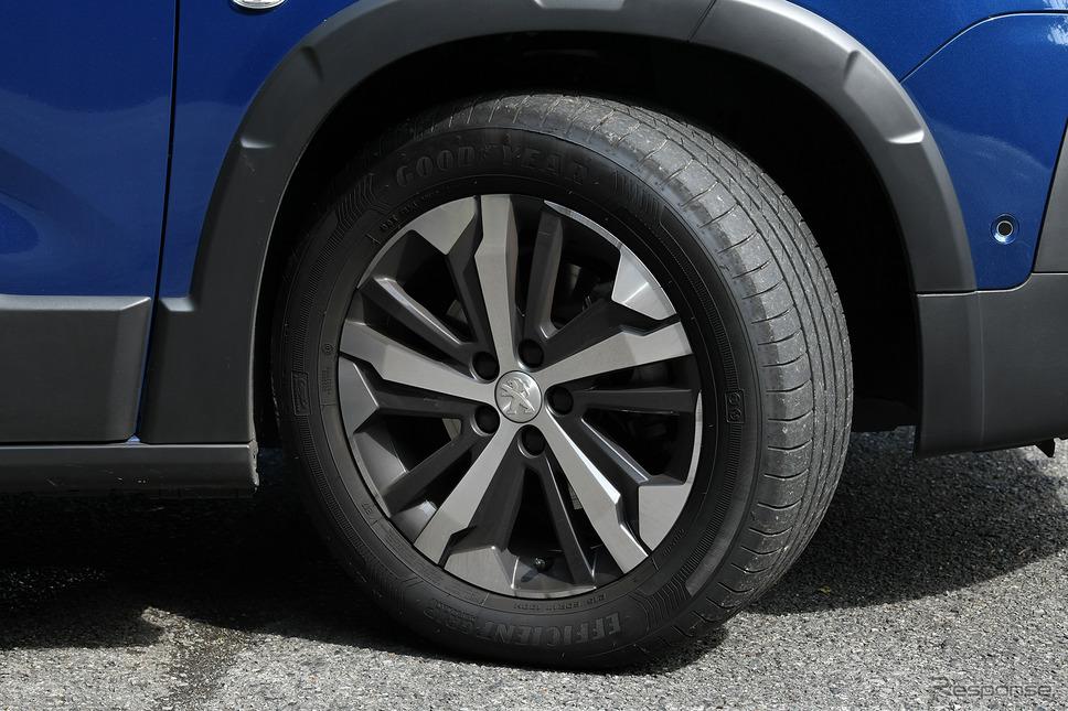 215/60R17の大径タイヤホイール。タイヤはグッドイヤーエフィシエントグリップパフォーマンスを装着。ウエット性能は最高グレードの「a」を取得した、ハイパフォーマンスコンフォートタイヤだ。《写真撮影 中野英幸》