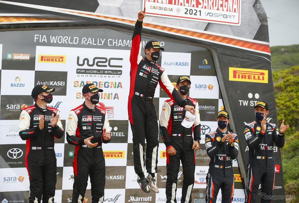 WRC第5戦の表彰式(中央左がオジェ。同右は優勝コ・ドライバーのイングラシア)。《Photo by TOYOTA》