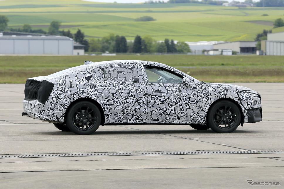 フォード モンデオ 後継モデルのプロトタイプ(スクープ写真)《APOLLO NEWS SERVICE》