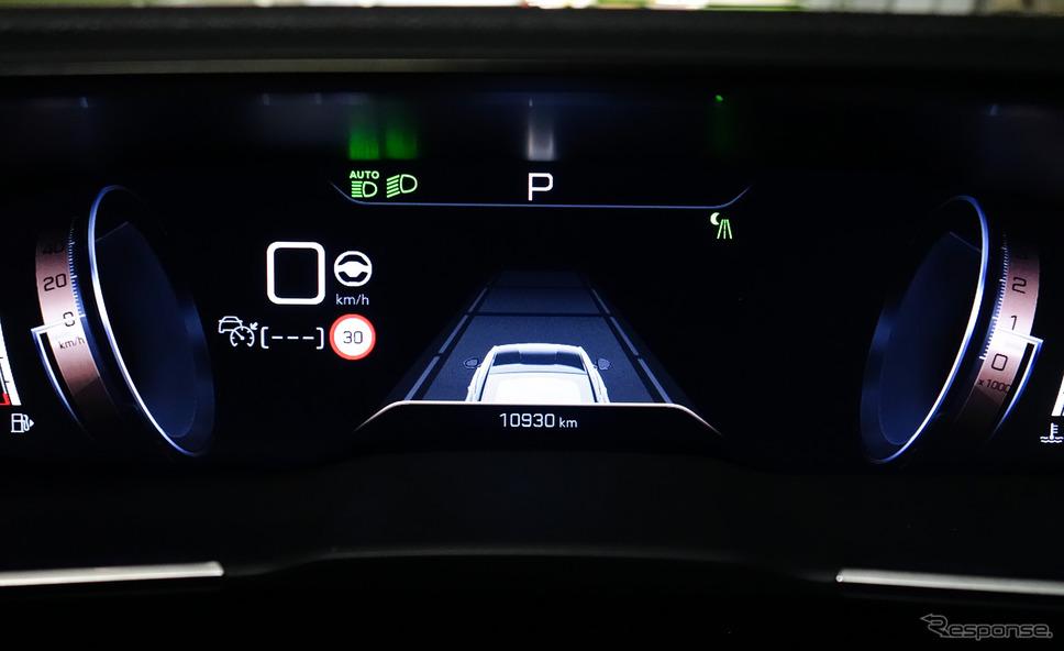 ADASの作動画面を中央に表示させるパターン。赤外線暗視装置の映像も表示可能。《写真撮影 井元康一郎》