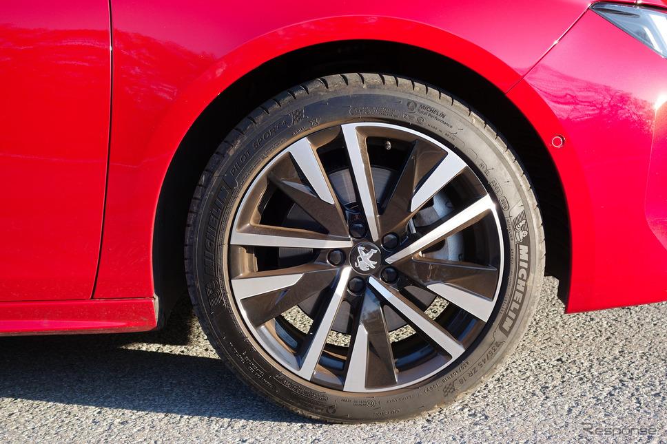 タイヤは235/45R18サイズのミシュラン「パイロットスポーツ4」。XL(高耐荷重モデル)だ。《写真撮影 井元康一郎》