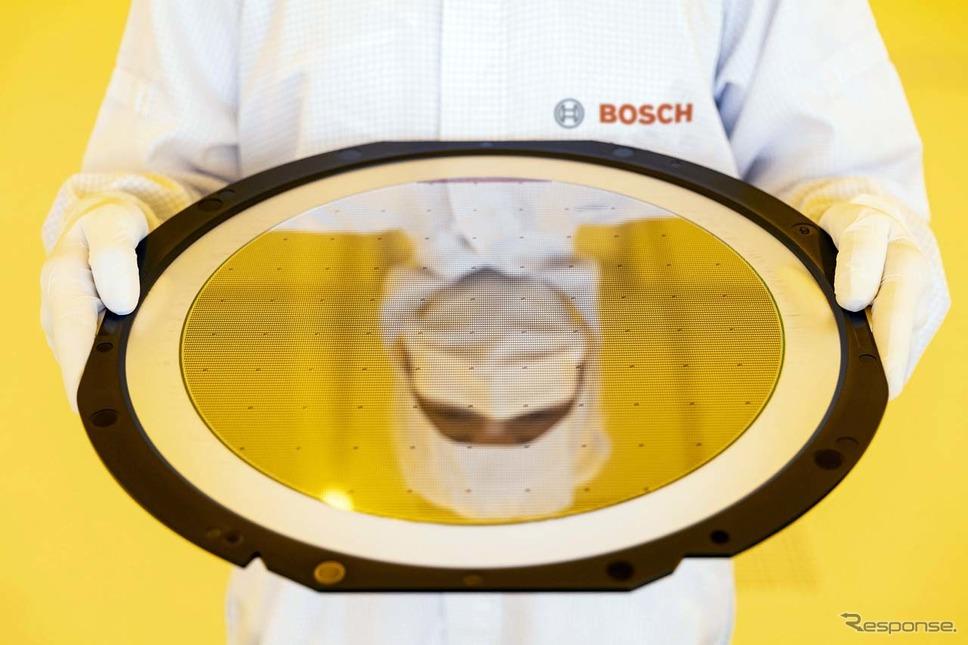 ドレスデンの半導体工場で製造される直径300mmウエハー《写真提供 ボッシュ》