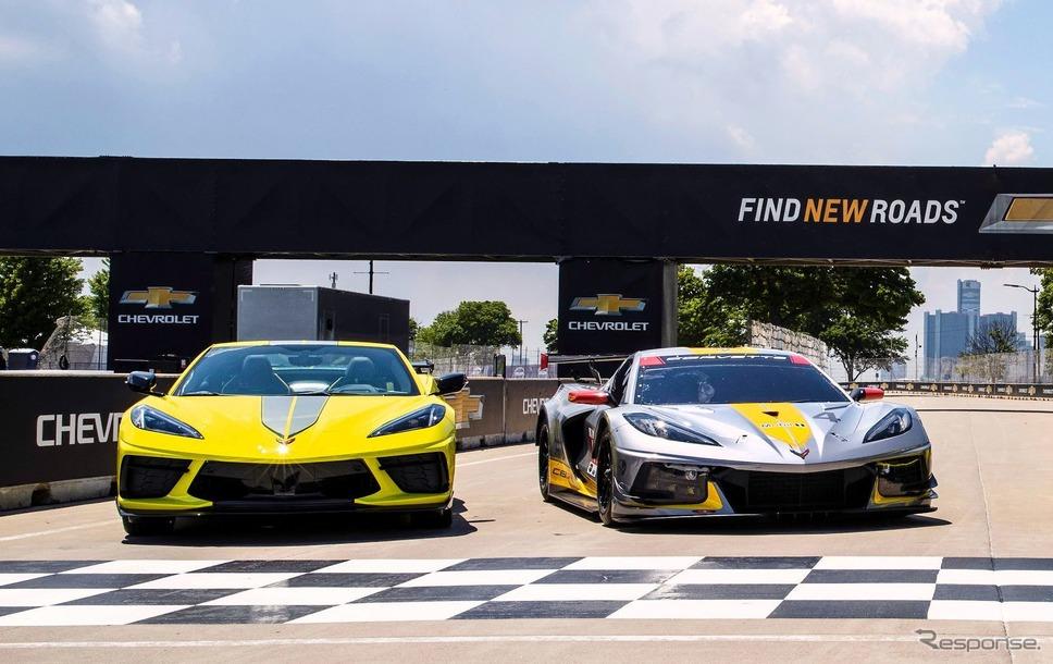 シボレー・コルベット の2022年モデル「IMSA GTLMチャンピオンシップエディション」(左)《photo by Chevrolet》