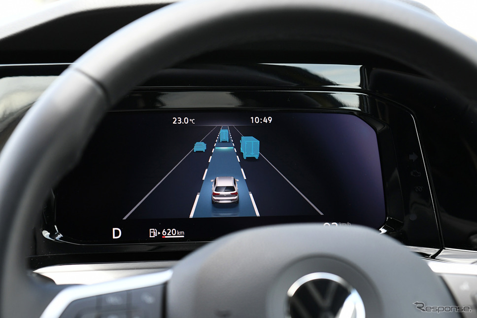VW ゴルフ 新型のトラベルアシスタンス機能表示画面《写真撮影 中野英幸》