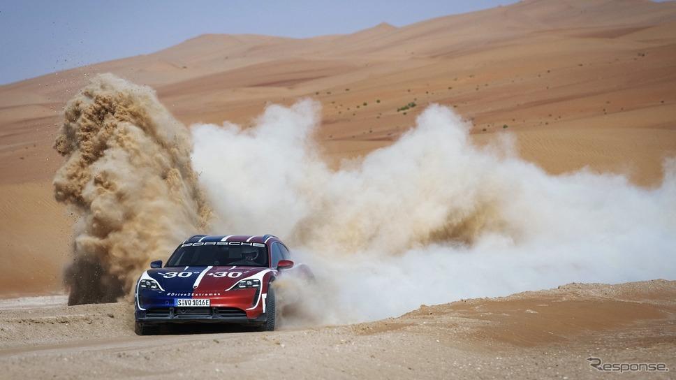 ポルシェ・タイカン・クロスツーリスモ のドリフト走行《photo by Porsche》