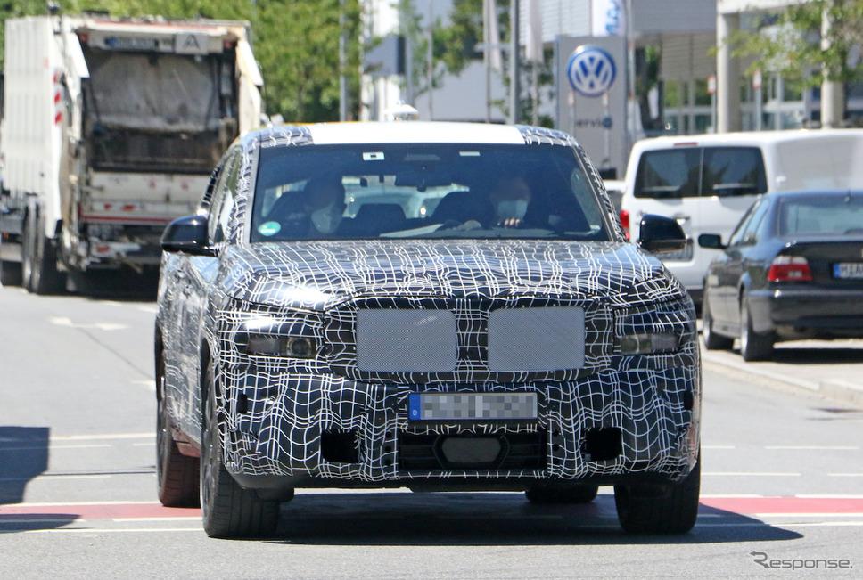 BMWの新型クーペSUVのプロトタイプ。車名は「X8」か「XM」か(スクープ写真)《APOLLO NEWS SERVICE》