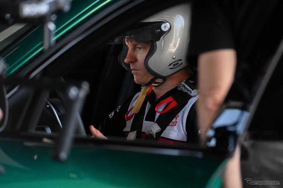 アルファロメオ・ジュリア GTAm 新型とキミ・ライコネン選手《photo by Alfa Romeo》