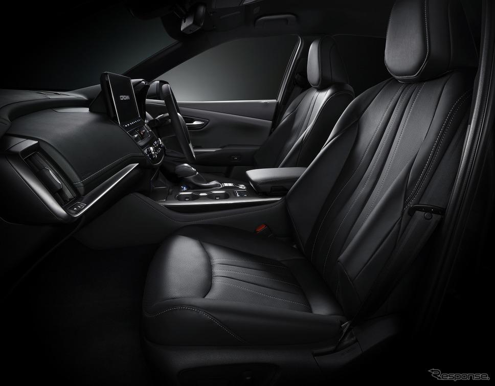 本革シート表皮(ブラック/シルバーステッチ)+前席シートベンチレーション《写真提供 トヨタ自動車》