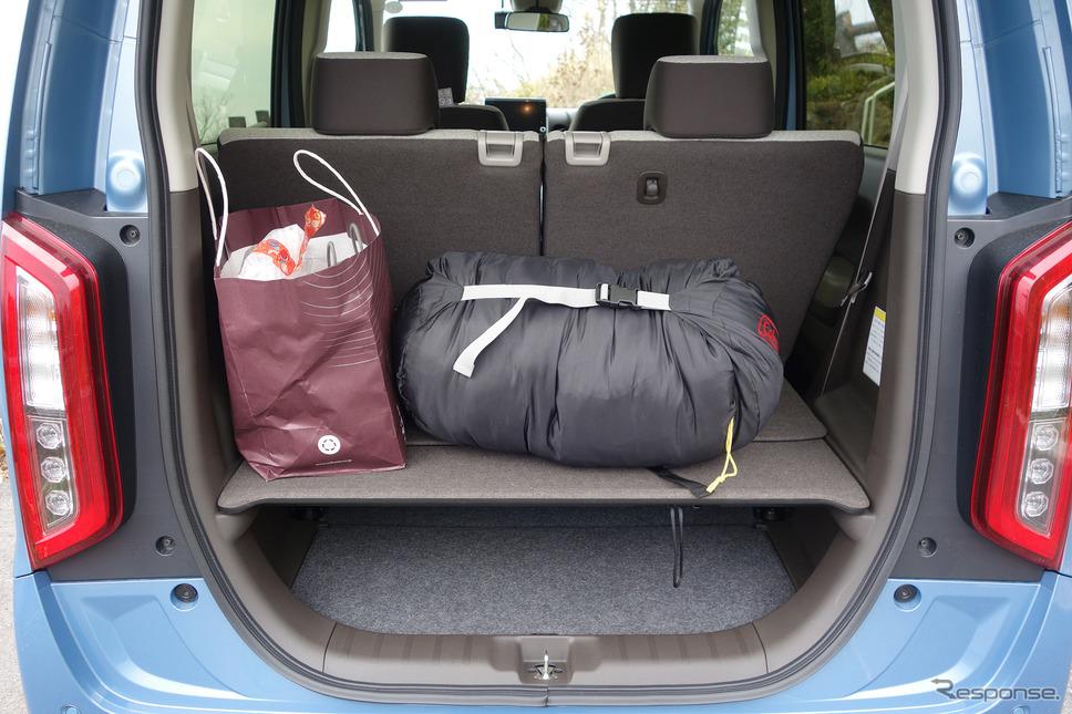 ボードを使えば荷物の二段積載も可能。《写真撮影 井元康一郎》