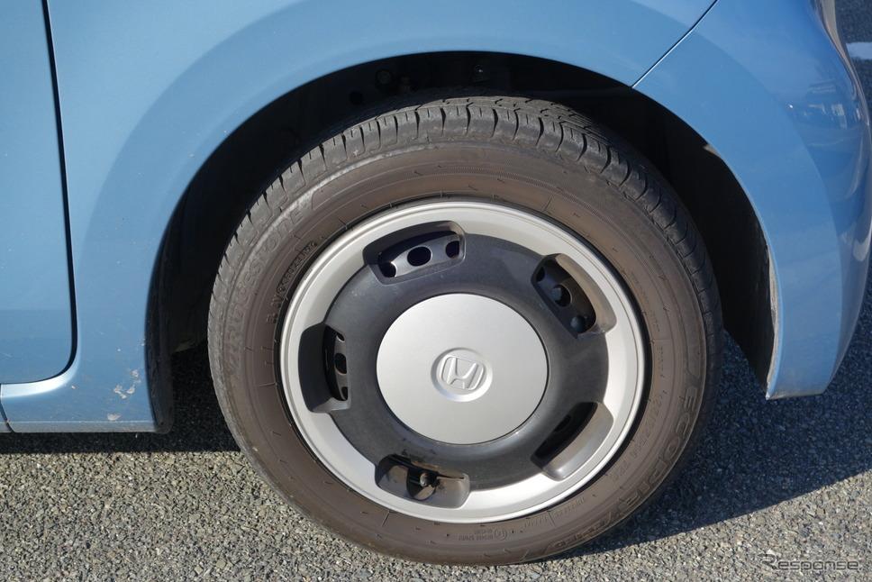 タイヤは155/65R15サイズのブリヂストン「エコピアEP150」。同じタイヤを履くN-BOXよりはハーシュネスが強めに出たが、それでも軽自動車としては十分満足できる水準だった。《写真撮影 井元康一郎》