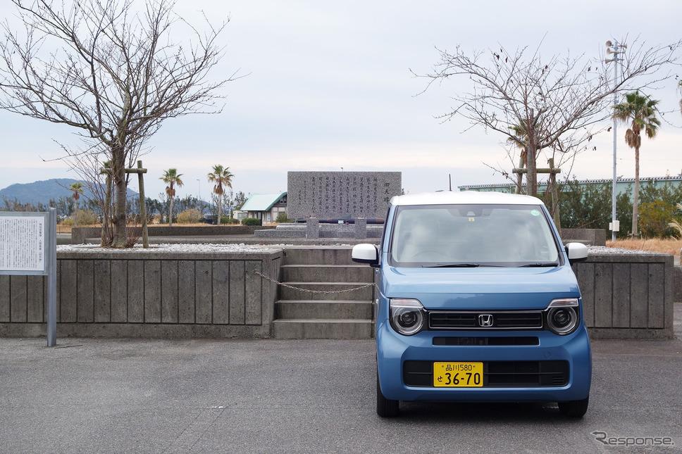 平生回天特攻基地跡からさらに車で長島という島に渡ったところにも回天の碑が。訓練中の事故で行方不明となっていたが、終戦直後の枕崎台風襲来時に打ち上げられたのだという。《写真撮影 井元康一郎》