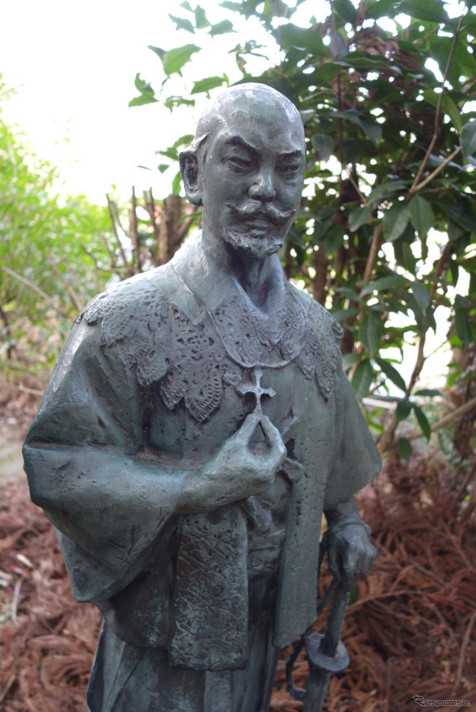 キリシタン大名として有名な大友宗麟公の銅像。《写真撮影 井元康一郎》