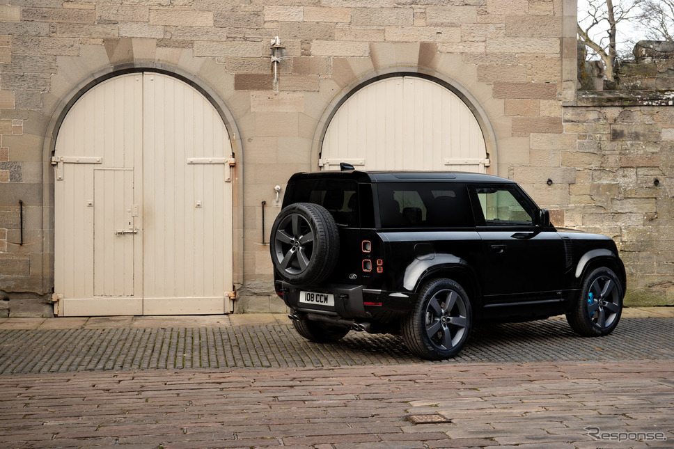ランドローバー・ディフェンダー V8《photo by Land Rover》