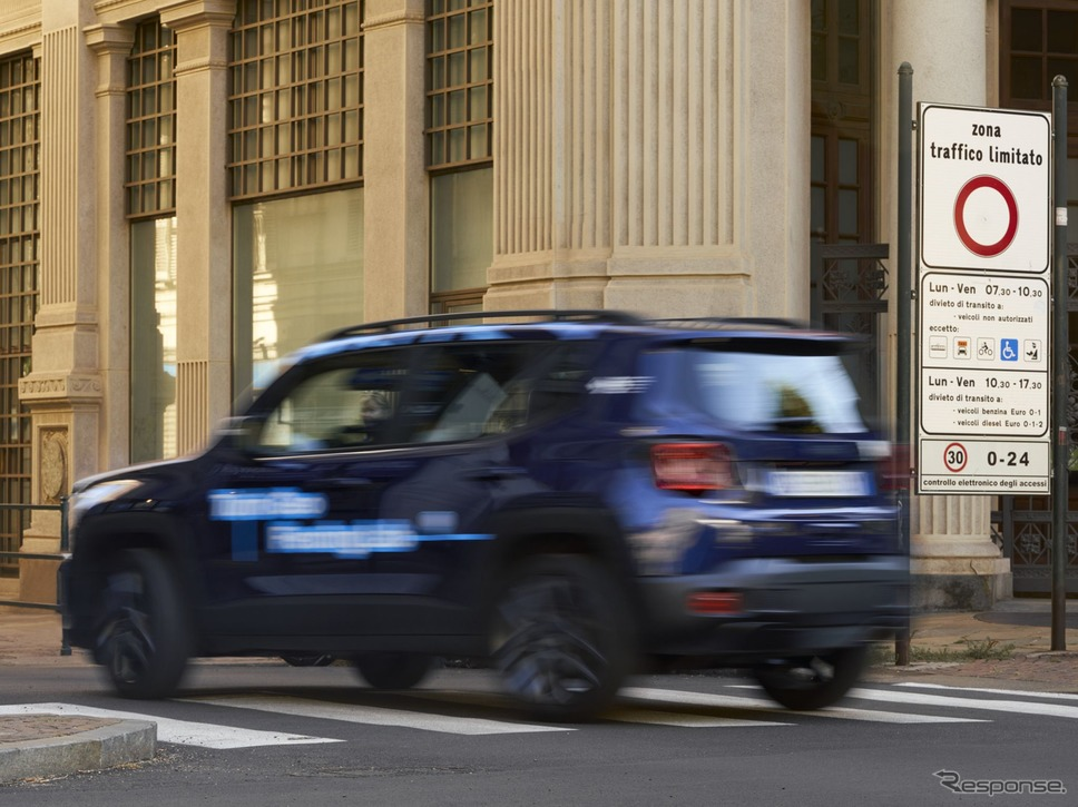 ジープ・レネゲード のPHVによる「ジオフェンシング」実験《photo by Jeep》