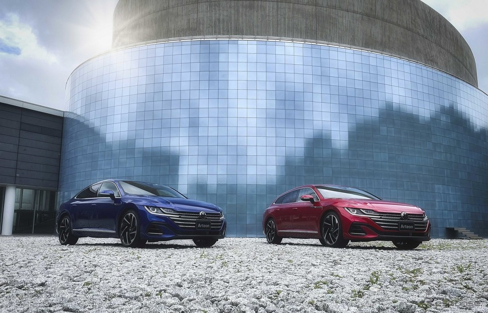 VW アルテオン(左)/アルテオン シューティングブレーク(右)《写真提供 フォルクスワーゲン グループ ジャパン》