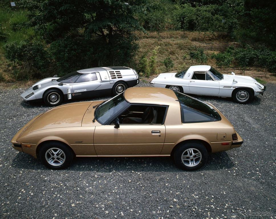 マツダRX-7初代(手前)、RX500(左奥)、コスモ・スポーツ(右奥)《photo by Mazda Motor Europe》