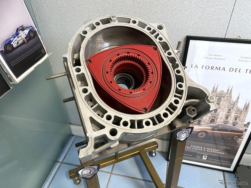 ラッツェーリ社長の執務室に置かれたロータリーエンジンのカットモデル